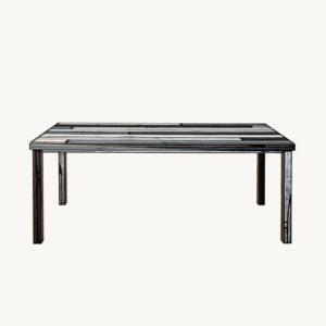 Wrongwoods Tisch